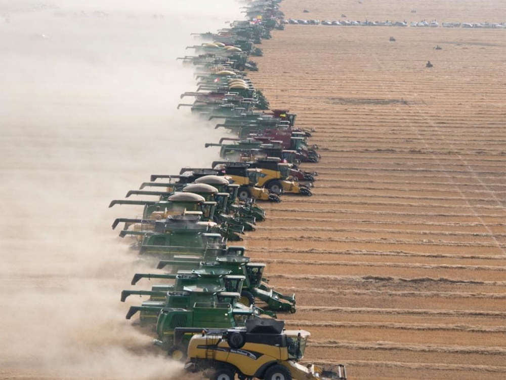 World record attempt with 300 combines