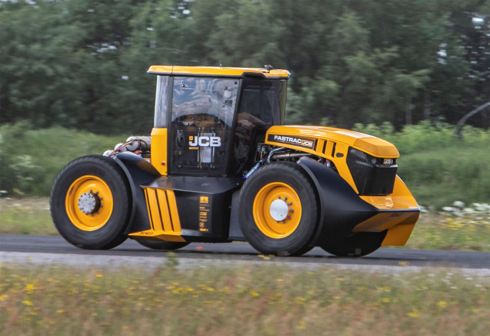 JCB Fastrac hits 103.6mph to set British record !