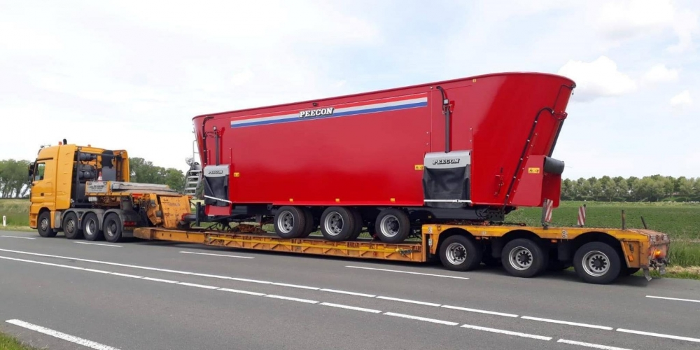 World's Largest Feed Mixer Wagon